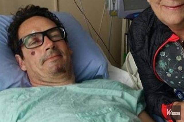 Pierre Karl Péladeau à l'hôpital de Sherbrooke le... (Photo tirée de Facebook)
