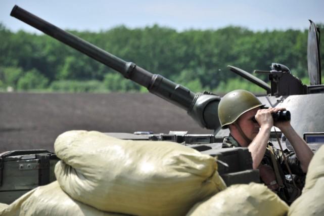Selon les gardes-frontières ukrainiens, les soldats russes et... (PHOTO AFP)