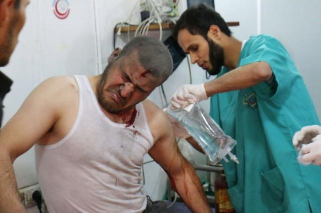 Les médecins, infirmières, ambulanciers et pharmaciens syriens doivent... (PHOTO ZEIN AL-RIFAI, ARCHIVES AFP)