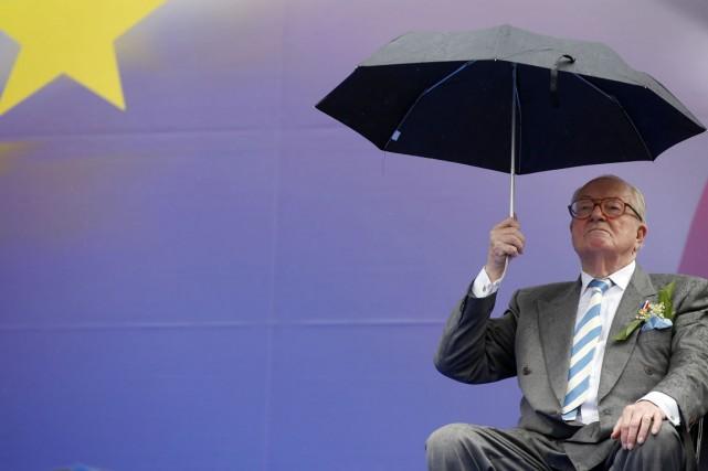 Selon M. Le Pen, l'Ebola «peut régler en... (PHOTO BENOIT TESSIER, ARCHIVES REUTERS)