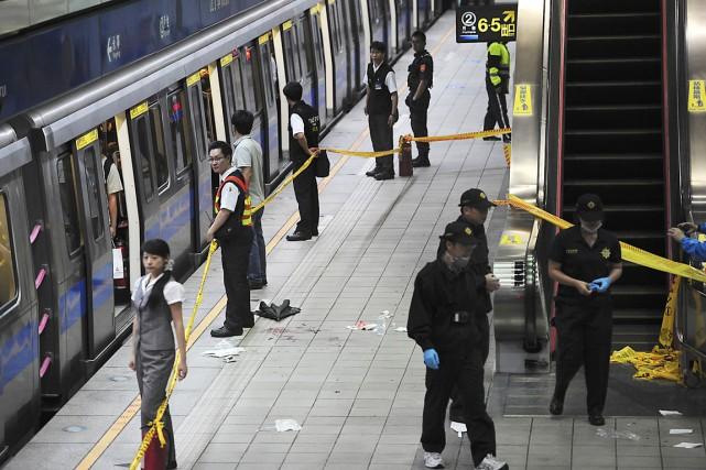Aussitôt après l'attaque, la police métropolitaine a déployé... (PHOTO REUTERS/STRINGER)