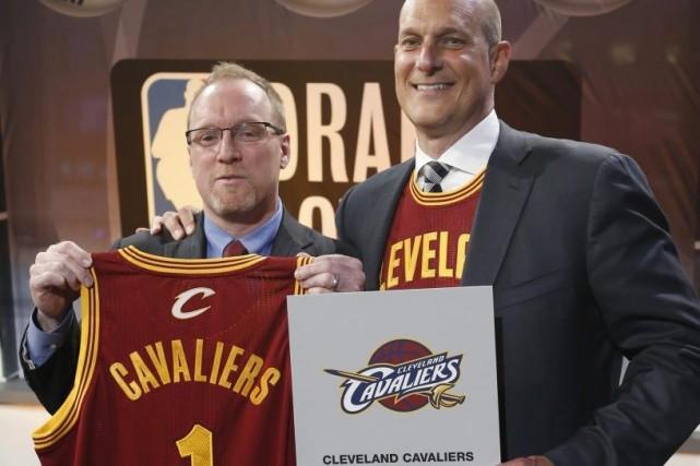 Le directeur général des Cavaliers, David Griffin et... (Photo Kathy Willens, Associated Press)