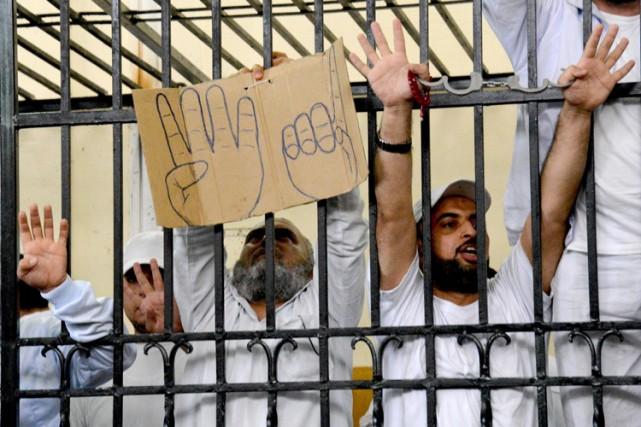 L'influente confrérie de Mohamed Morsi, les Frères musulmans,... (Archives AP)