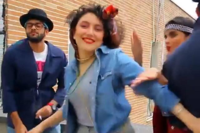La vidéo montre trois hommes et trois femmes,... (Photo: AP)