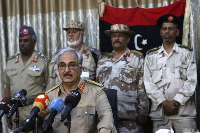 Le général Khalifa Haftar lors d'une conférence de... (PHOTO REUTERS)