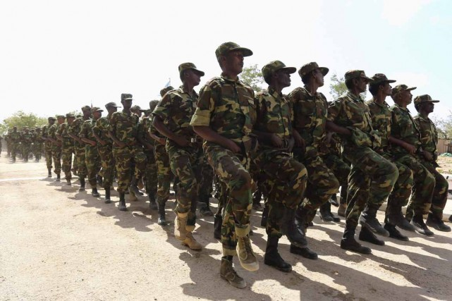 Des soldats somaliens lors d'une marche miliaire à... (Photo d'archives Feisal Omar, Reuters)
