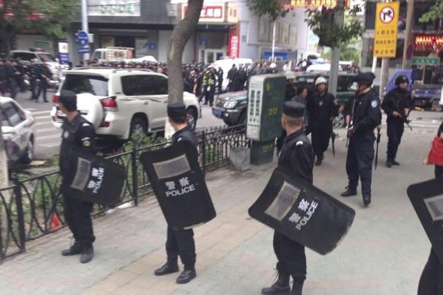 Le centre-ville de Urumqi, capital de la province... (Photo fourni à l'AP par l'agence de presse chinoise Xinhua)