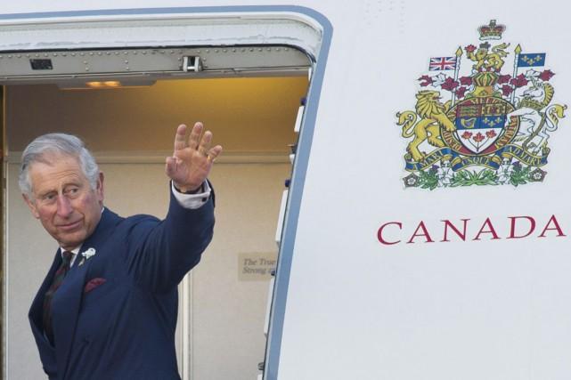 Le prince Charles quitte l'aéroport militaire de la... (PHOTO DAVID LIPNOWSKI, ARCHIVES PC)