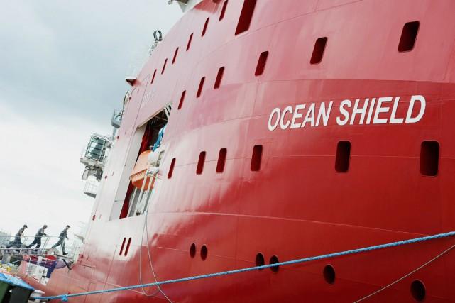 Le navire australien qui transporte le Bluefin-21, l'Ocean... (PHOTO GREG WOOD, ARCHIVES AFP)