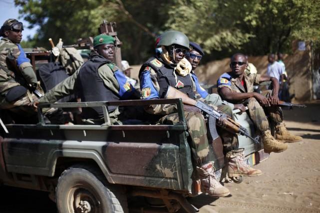 Des soldats de l'armée malienne patrouillent à Gao,... (PHOTO JEROME DELAY, ARCHIVES AP)