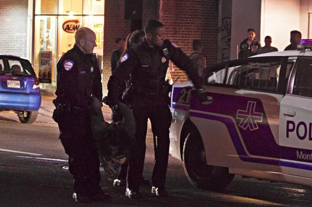 Un homme de 27 ans qui était recherché par les policiers a été happé par un... (Photo FÉLIX O.J. FOURNIER, collaboration spéciale)