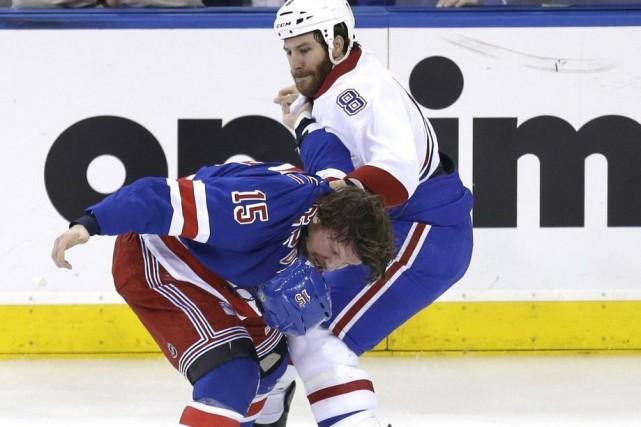 Brandon Prust etDerek Dorsett se sont battus lors... (Photo Seth Wenig, AP)