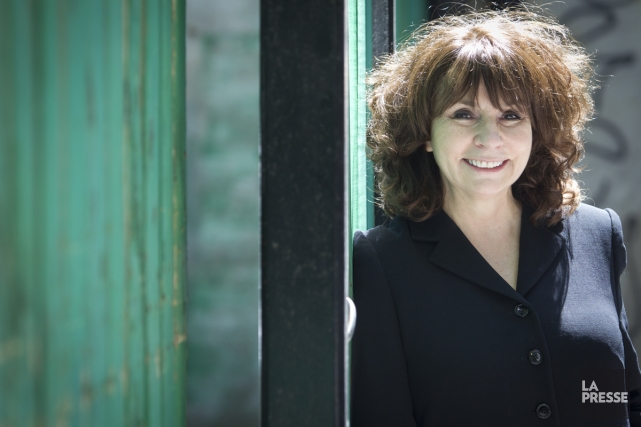 Avec l'aide de la scénographe Geneviève Lizotte, Christiane... (Photo: Olivier Jean, archives La Presse)