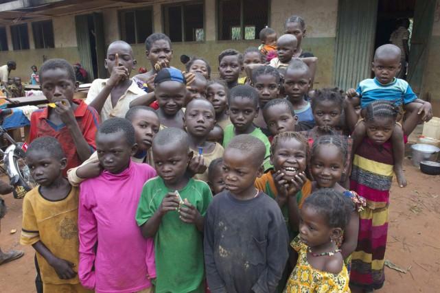 Des enfants centrafricains réfugiés dans un camp de... (PHOTO MIGUEL MEDINA, ARCHIVES AFP)