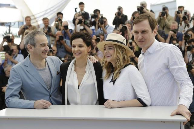 Olivier Assayas (à gauche) en compagnie de ses... (Photo: AP)
