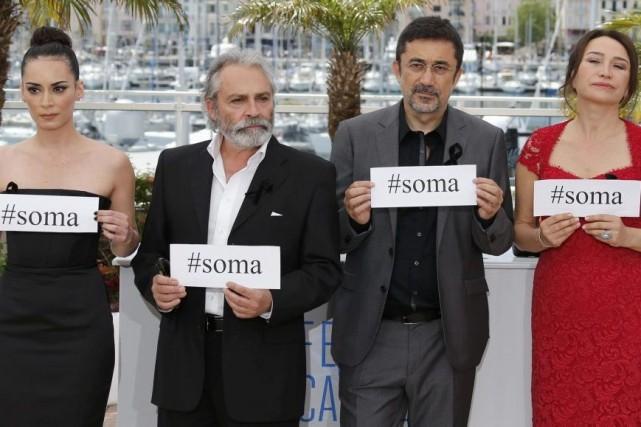 L'actrice Melisa Sozen, le réalisateur Nuri Bilge Ceylan,... (Photo: Reuters)