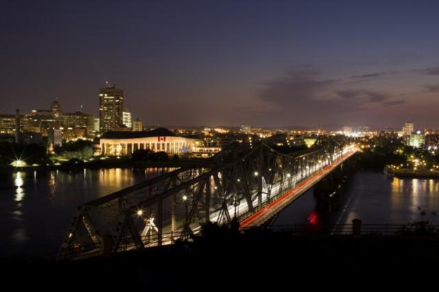 Le pont Alexandra, reliant Ottawa à Gatineau. Une... (Photo Bloomberg)