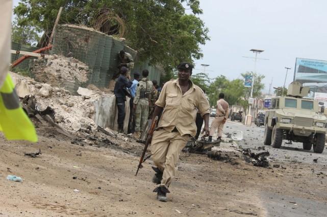 Les forces de sécurité somaliennes sont présentes sur... (PHOTO ABDIFITAH HASNI NOR, AFP)