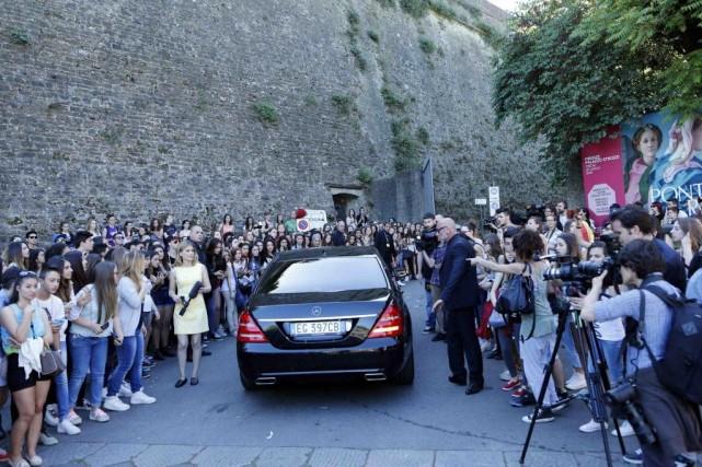 Les admirateurs des deux vedettes et des nombreuses... (Photo ALESSANDRO GAROFALO, Reuters)