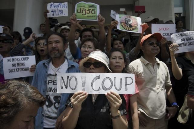 Malgré l'interdiction des rassemblements de plus de cinq... (PHOTO NICOLAS ASFOURI, AFP)