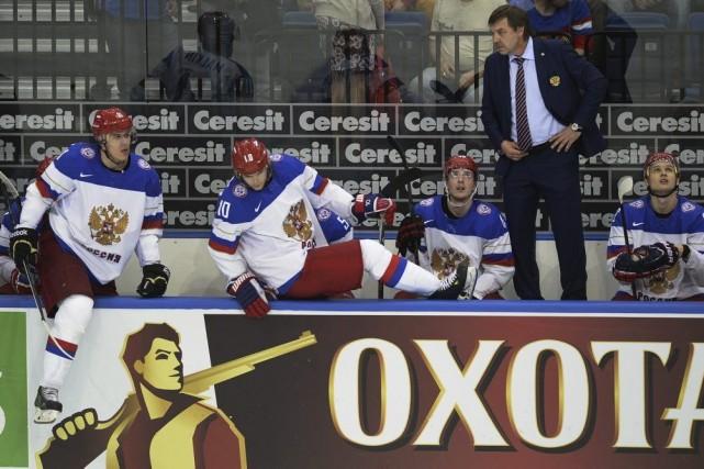Oleg Znarok a fait un geste obscène envers... (PHOTO ALEXANDER NEMENOV, AFP)