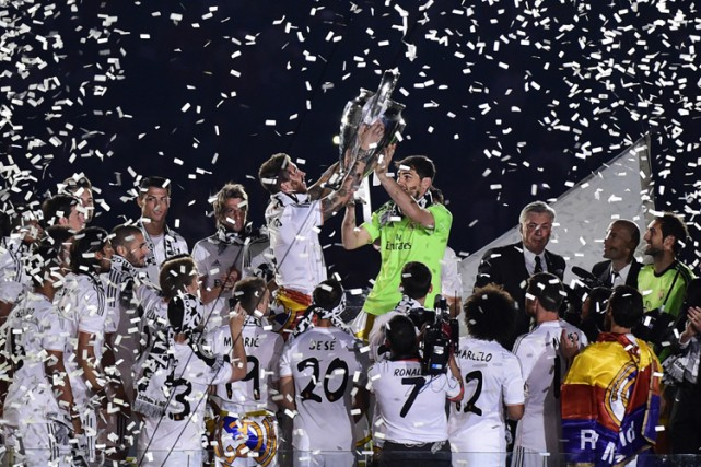 «Hala Madrid!»: certains la voix cassée, épuisés par une nuit de fête, d'autres... (Photo: AFP)
