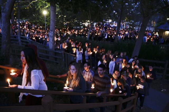 En hommage aux victimes, plusieurs milliers d'étudiants et... (Photo: AP)