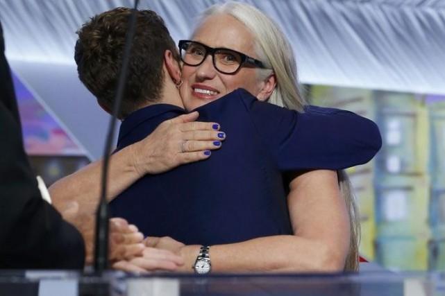 Xavier Dolan dans les bras de la réalisatrice... (Photo: AFP)