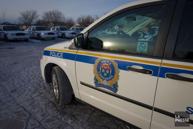 Deux voitures ont été incendiées tôt lundi matin dans le stationnement d'un... (PHOTO ANDRÉ PICHETTE, ARCHIVES LA PRESSE)