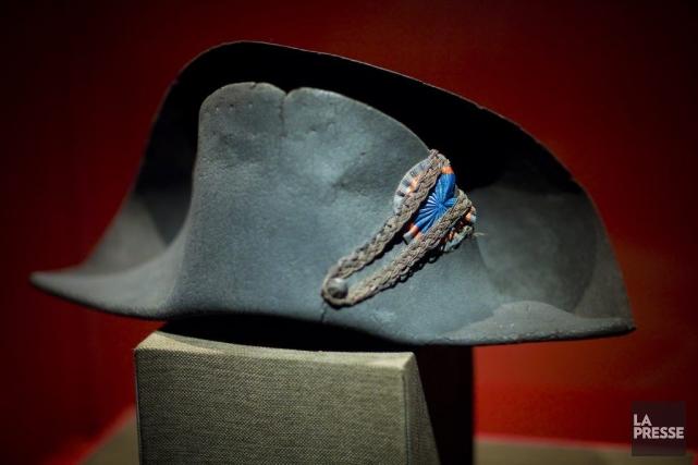 Un des 160 chapeaux de l'empereur. Celui-ci est... (Photo: André Pichette, La Presse)