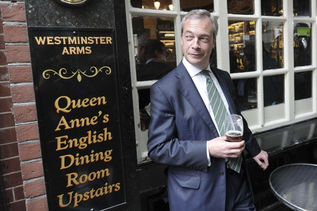 Nigel Farage cultive son image de «Monsieur tout le... (PHOTO CARL COURT, AFP)