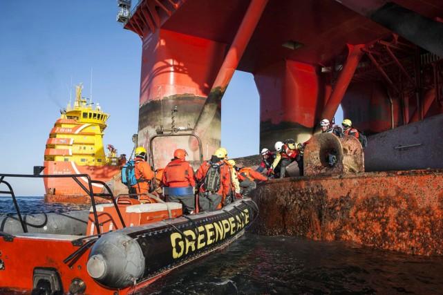 En Norvège, 15 militants sont montés à bord... (PHOTO ARCHIVES REUTERS/GREENPEACE)