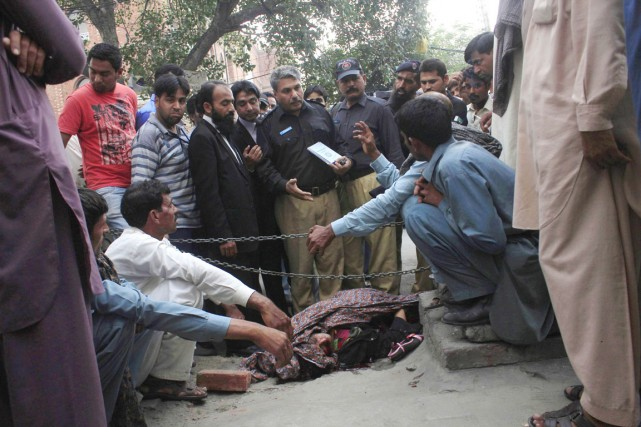 Farzana Parveena été attaquée par une trentaine de... (PHOTO MOHAMMAD TAHIR, REUTERS)