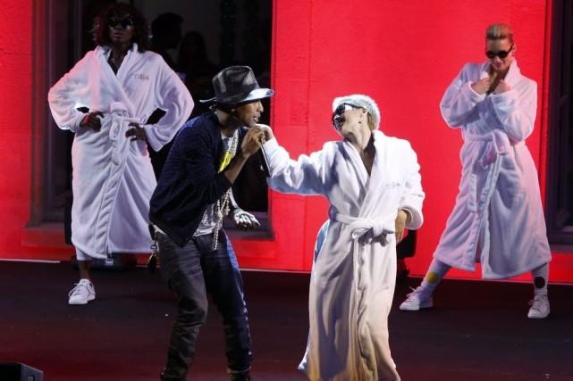 Pharrell Williams lors d'un spectacle à Paris.... (Photo: AP)