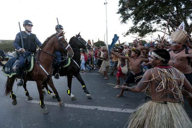 Les indigènes du Brésil ont multiplié leurs manifestations... (Photo: Reuters)