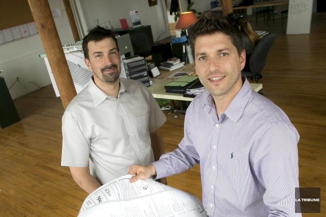 Mathieu Chagnon (à gauche), président de Rackam, et... (PHOTO RENÉ MARQUIS, LA TRIBUNE)
