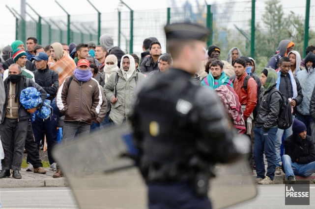 Installés près de la zone portuaire de Calais,... (PHOTO DENIS CHARLET, AFP)