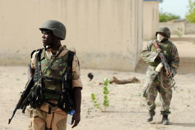Les assaillants «portaient des uniformes militaires, ils sont... (PHOTO QUENTIN LEBOUCHER, ARCHIVES AFP)