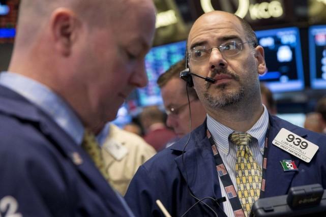 Mercredi les investisseurs se plaçaient en retrait faute... (PHOTO BRENDAN MCDERMID, REUTERS)