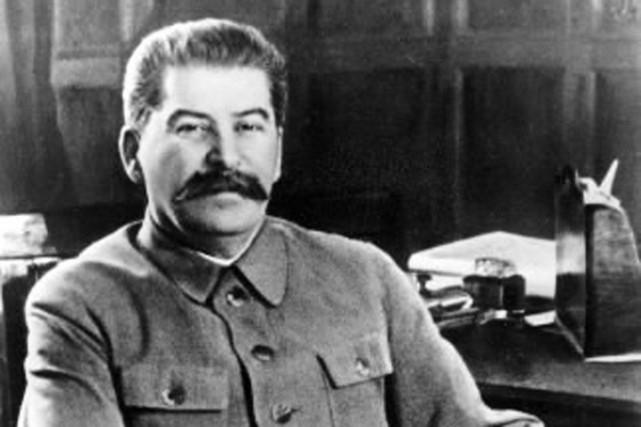 Joseph Staline, à son bureau du Kremlin, à... (Photo: archives AP)
