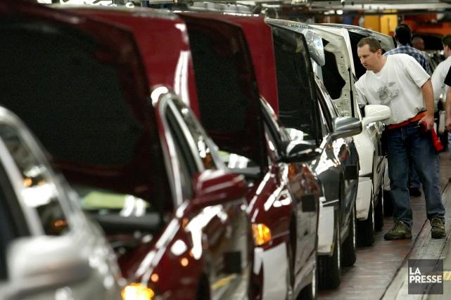 Dans l'ensemble, l'industrie de l'automobile demeure en retrait... (Photo archives Reuters)