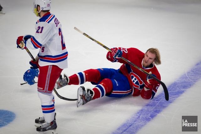 L'attaquant du Canadien Dale Weise a été sonné... (Photo André Pichette, La Presse)