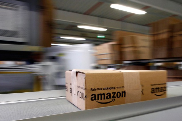 Le géant américain de la distribution en ligne Amazon prépare l'ouverture de... (PHOTO ARCHIVES REUTERS)
