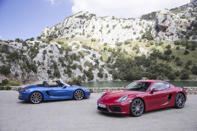 Les Porsche Boxster et Cayman GTS... (Photo Daniel Wollstein)