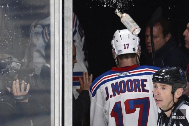 John Moore a été aspergé de bière par... (Photo Bernard Brault, La Presse)