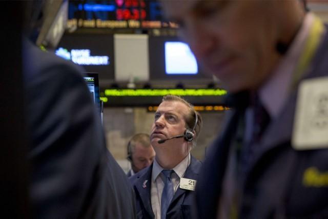 Les indices repartaient en hausse jeudi, malgré des... (PHOTO BRENDAN MCDERMID, REUTERS)