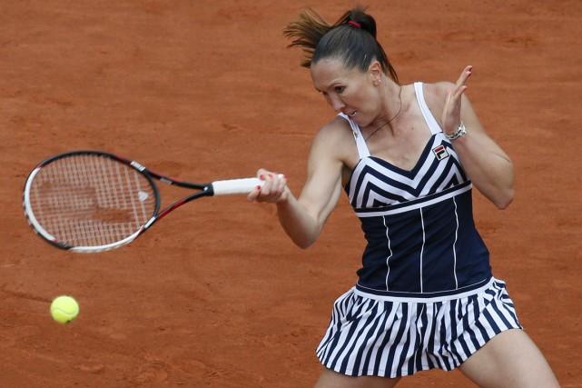 La sixième tête de série Jelena Jankovic s'est... (Photo Patrick Kovarik, AFP)