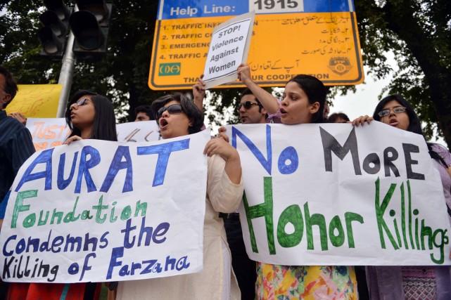 Des activistes manifestent dans la capitale pakistanaise Islamabad,... (PHOTO AAMIR QURESHI, AFP)