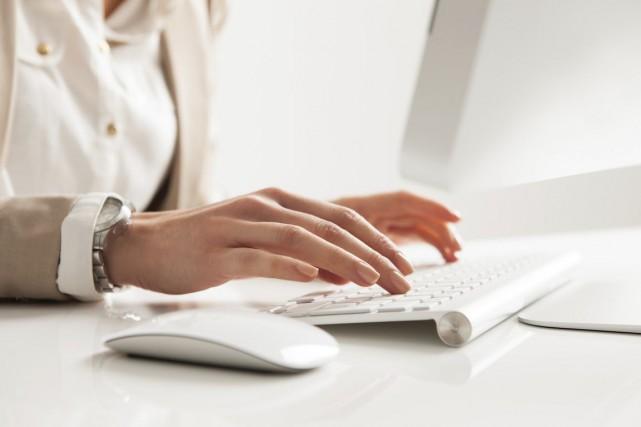 Près de 170 milliards de courriels ont été... (Photo Thinkstock)