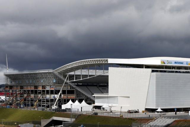 Le stade, contient deux tribunes temporaires d'une capacité... (Photo Paulo Whitaker, Reuters)
